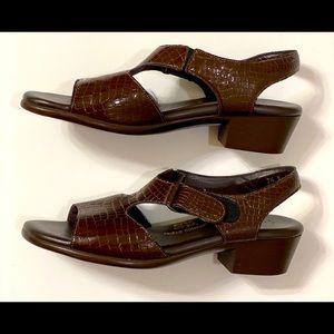 SAS Brown Leather Sandals 7.5 N